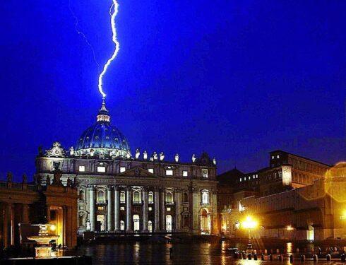 El escándalo del Papa – Análisis de Juan Carlos Monedero, católico y argentino
