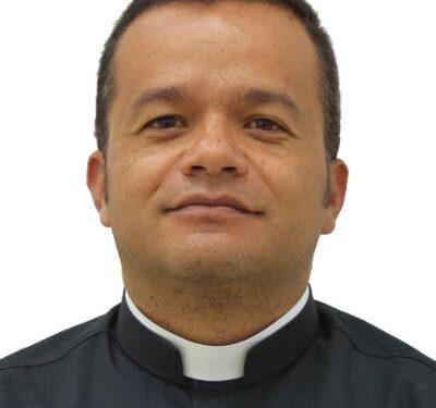 """¿Hacia un clero """"gay""""? El Padre Cristian Echeverry Sánchez (Colombia) promueve el sacerdocio para homosexuales – Por Carlos Andrés Gómez Rodas"""